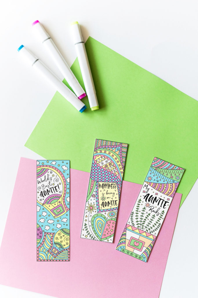 Are you an auntie, or have one that you absolutely love? Come and get this amazing Coloring Auntie Bookmarks Free Printable. Choose from 3 different options and, guess what, if you don't feel in the mood for coloring there's a version in color as well!