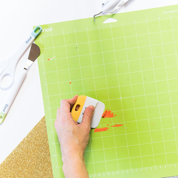 Cleaning Cricut Mat with the Scraper