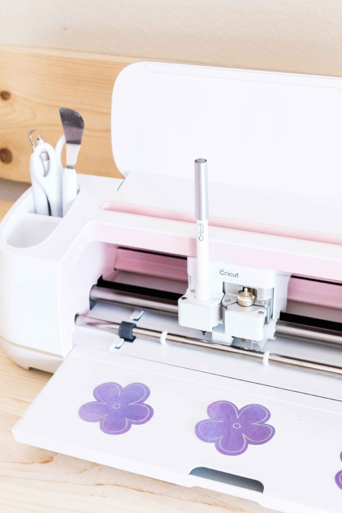 Cricut Maker drawing and cutting flowers