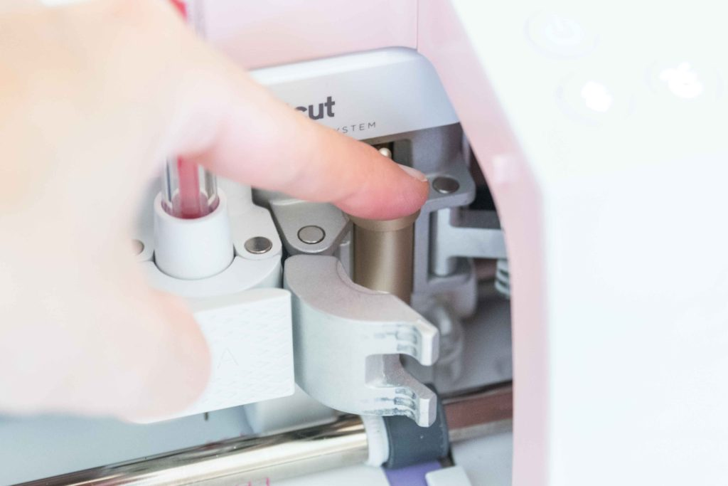 Changing the tools with your Cricut (installing fine point blade)