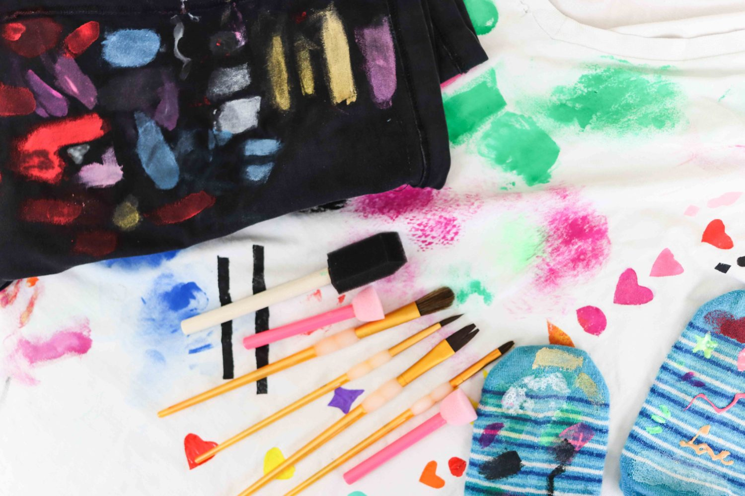 fabric paint brushes with different types of fabric to see pigmentation